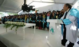 Prof. Dr. Nevzat Tarhan ilk mezunlarını verdi.